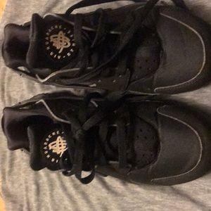 Nike Shoes - Men Nike black huaraches ,comes in original box